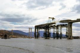 Building main navigational span of Tasman Bridge 1963