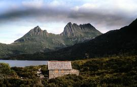 View of Cradle Mountain, Dove Lake and boatshed
