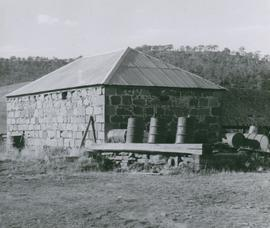 Photograph of barn at house on Windsor Road